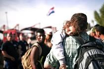 Více než 4000 uprchlíků dorazily během pátku vlaky a autobusy do Maďarska  přes chorvatsko-maďarskou 1a89c98906