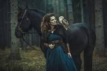 Marta Jandová se sovou pálenou, které hrozí vyhynutí