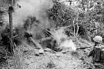 K likvidaci japonských podzemních stanovišť používali američtí vojáci hojně plamenomet