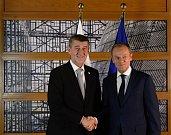 Český premiér Andrej Babiš (vlevo) se 14. prosince 2017 v Bruselu před summitem EU setkal s šéfem Evropské rady Donaldem Tuskem.