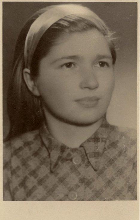 Anna Kostíková z Vyšné Pisané pobývala ve školním roce 1946-47 v penzionátu Voršilek v Olomouci. Bylo jí v té době 13 let.