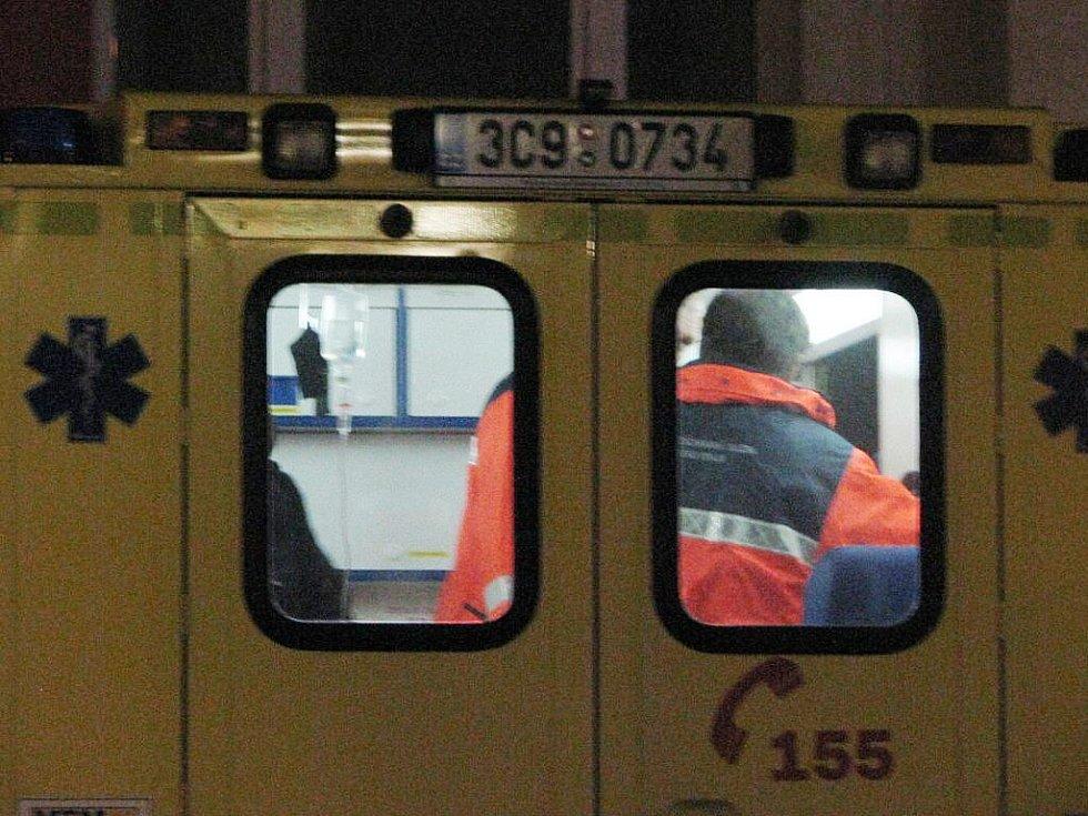 Zřejmě psychicky nemocný mladík v úterý 7. prosince 2010 v Prachaticích pokřikoval na kolemjdoucí obyvatele města a následně se zabarikádoval v bytě. Zásahová jednotka byt otevřela a mladíka zpacifikovala. Skončil na psychiatrii v Českých Budějovicích.
