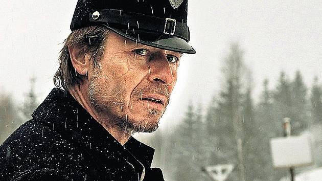 Hlavní roli obsadil Karel Roden.