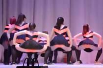 Školní představení v podání školaček z Orenburgu.