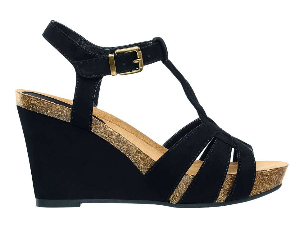 Deichmann, 699 Kč - Černé sandály na klínku obléknete k šatům či overalu