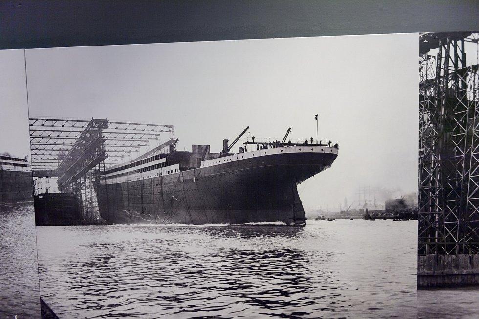 Dokumentární snímek ze stavby Titanicu v docích v severoirském Belfastu