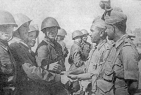 Sovětští a indičtí vojáci během setkání koncem srpna 1941