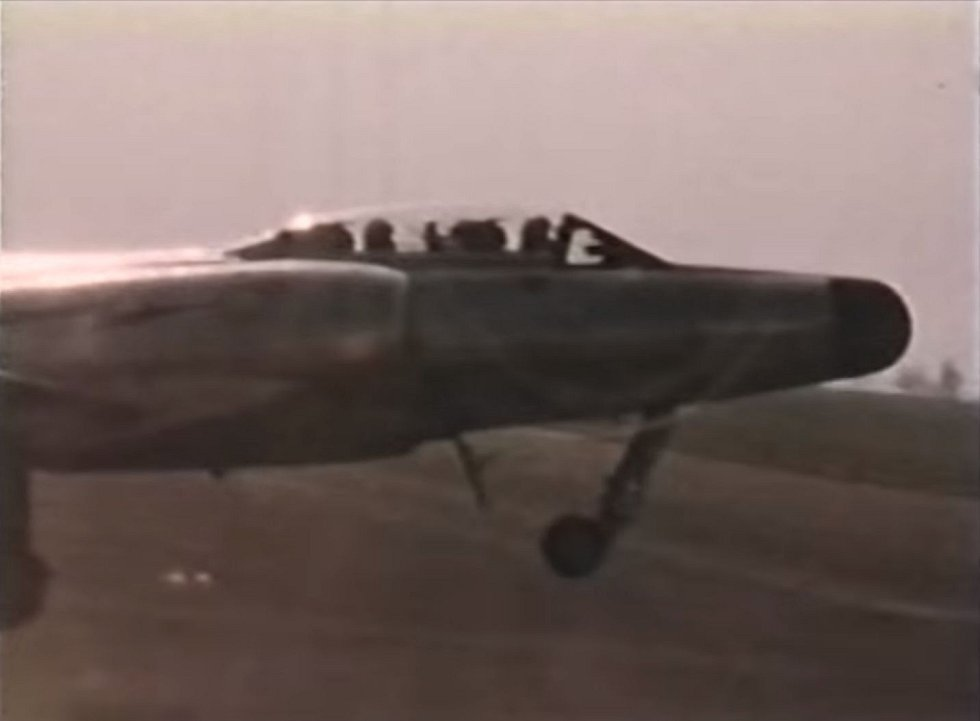 Stíhačka CF-100 při startu