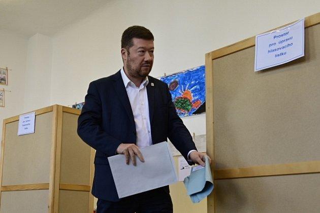 Lídr SPD Tomio Okamura uvoleb.