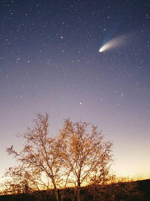 Hale-Boppova kometa na snímku v roce 1997