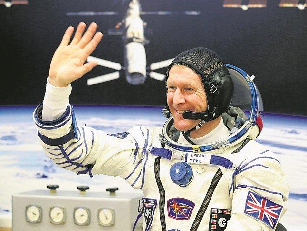NÁVRAT. Britského kosmonauta čekají měsíce pod lékařským dohledem, než se zotaví  z náročného pobytu ve vesmíru.