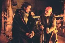 PRAVDA O VYVOLENÉM. Mojžíš zjišťuje, že věci nejsou tak, jak se dosud zdály… (Christian Bale a Ben Kingsley).