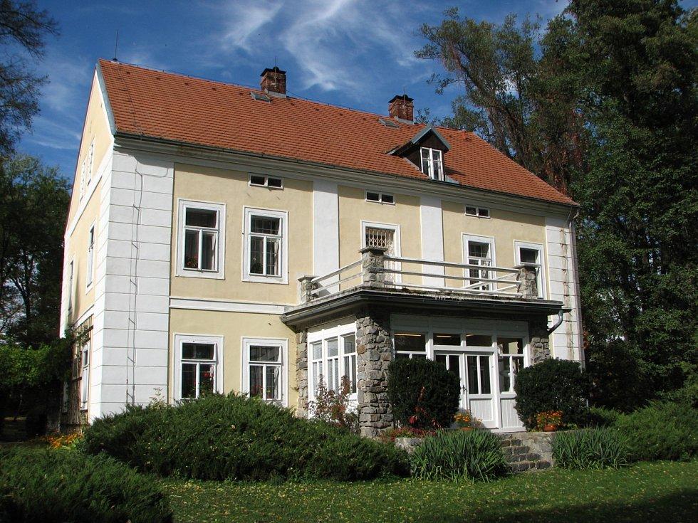 V domě se zachovala část původního zařízení, část expozice je věnována Olze i Ferdinandu Peroutkovi