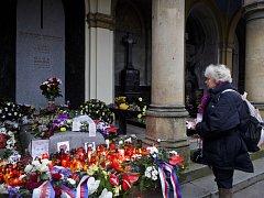 Lidé si připomněli 18. prosince druhé výročí úmrtí Václava Havla u jeho hrobu na Olšanských hřbitovech v Praze.