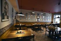 Prázdná restaurace v Praze