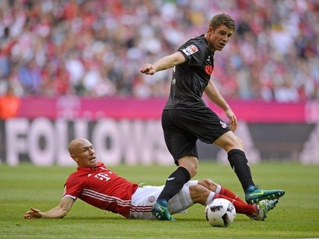 Arjen Robben z Bayernu Mnichov (vlevo) a Dominique Heintz z Kolína.