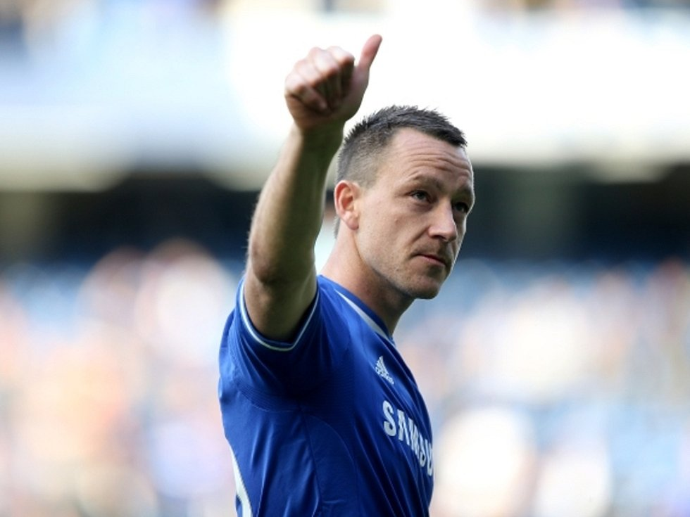Opora Chelsea John Terry děkuje po zápase fanouškům.