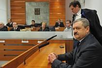 Kárný senát Nejvyššího správního soudu projednával 8. března v Brně žalobu na státního zástupce Ladislava Kosána (vpravo).