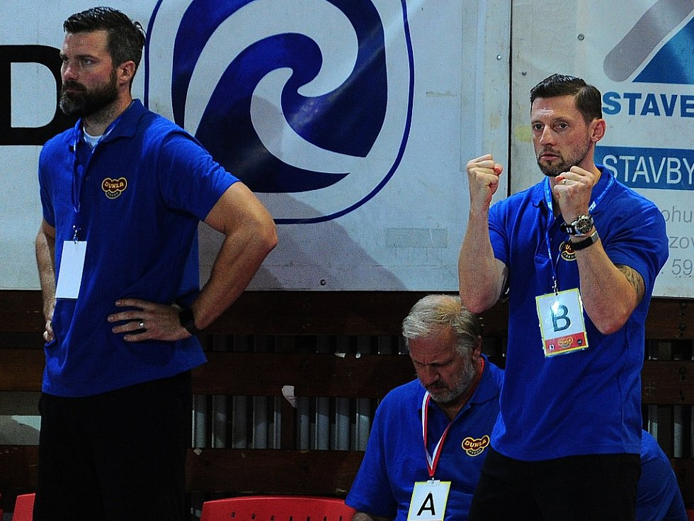 Asistent Václav Vraný (vlevo) a trenér Daniel Čurda.