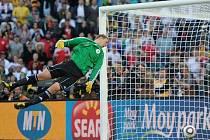 Němec Neuer kapituluje, rozhodčí ale gól Lampardovi neuznal.