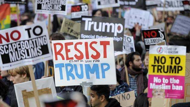 Tisíce lidí protestovali v Londýně proti Donaldu Trumpovi.