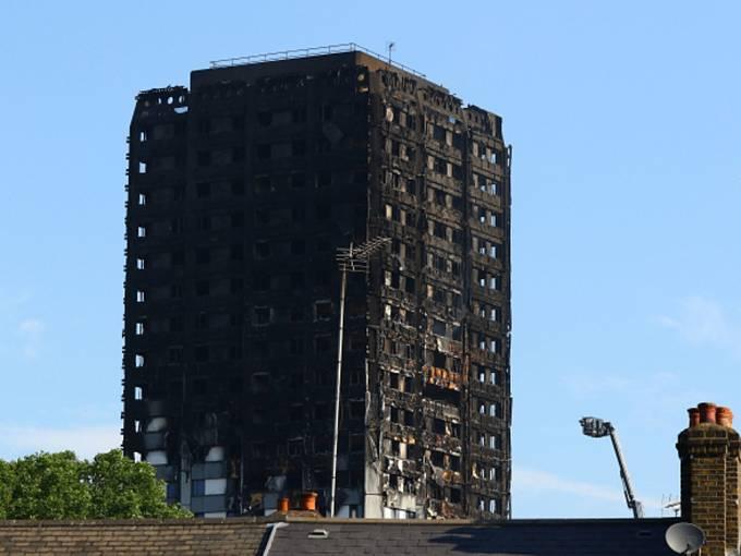 Výškový budova v Londýně po tragickém požáru.