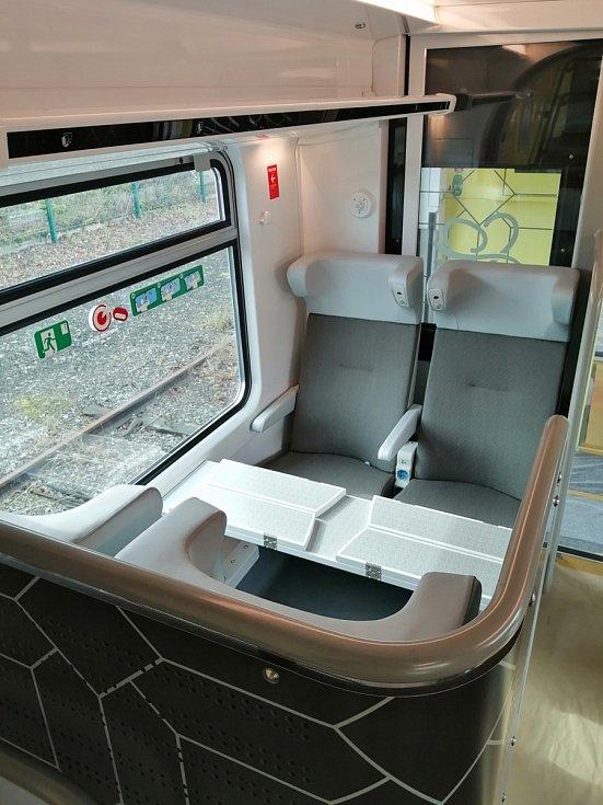 Mezi regionem Centre-Val de Loire a Paříží ve Francii budou jezdit nové dvoupodlažní soupravy Omneo Premium. Karoserie mají z České Lípy.