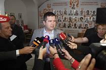 Jan Hamáček ve volebním štábu ČSSD