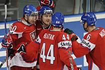 Tomáš Rolinek (vlevo) sestřelil Lotyšsko dvěma góly v oslabení.