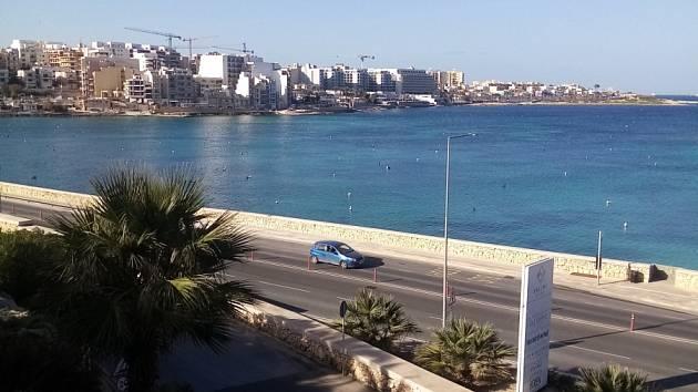 Fotbalový turnaj na Maltě: Výhled z hotelu Salini, který je vyhrazen jen fotbalistům