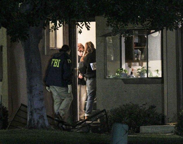 Americká policie našla v domě dvojice střelců z kalifornského San Bernardina 12 trubkových bomb a 3000 nábojů.