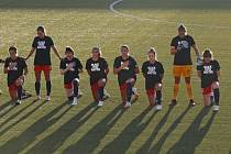 Hráčky Washingtonu Spirit poklekly během americké hymny před zápasem proti Chicagu Red Stars.