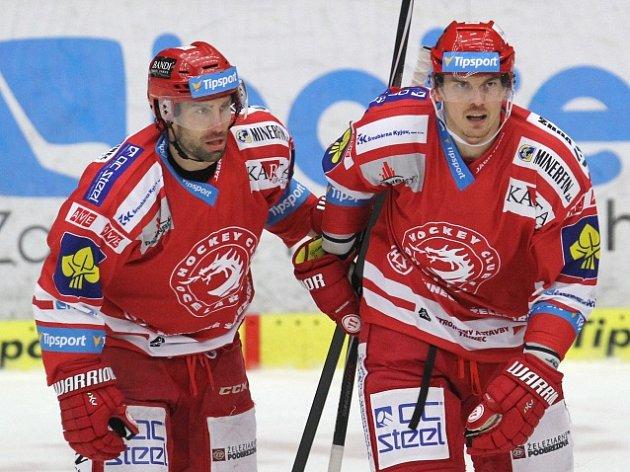 Třinecká radost: Tomáš Kopecký (vpravo) a Zbyněk Irgl