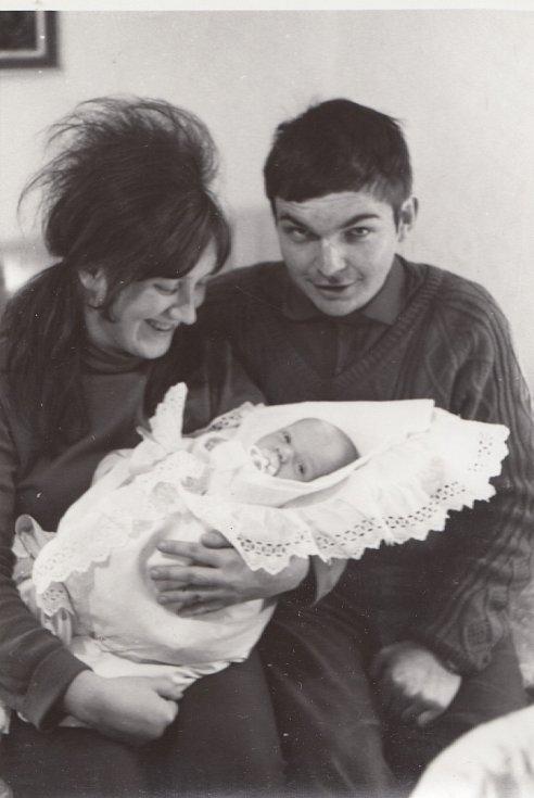 Miroslav Jeník se svým synem na podzim 1970 krátce před nástupem do vězení.