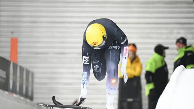Po chumelenici doháněla Fernstädtová pomalejší starty. Po polovině šampionátu je šestá