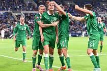 Německo - Irsko: John O'Shea slaví se spoluhráči remizový gól