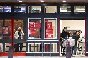 Nákup v supermarketu v Hradci Králové