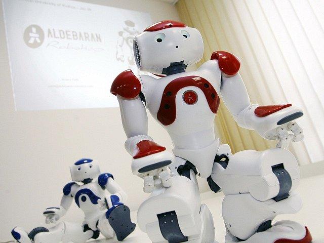 Podle zprávy Mezinárodní robotické federace (IFR) se celosvětové prodeje profesionálních robotů mezi lety 2018 a 2019 zvýšily o 32 % na11,2 miliardy dolarů