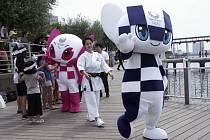 Maskoti olympijských a paralympijských her v Tokiu 2020.