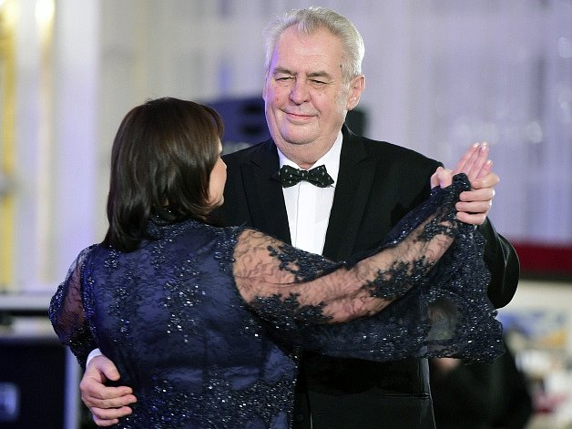 Prezident Miloš Zeman s manželkou Ivanou na reprezentačním plese na Pražském hradě.