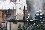 Trosky vyhořelé chaty u Chotýčan.