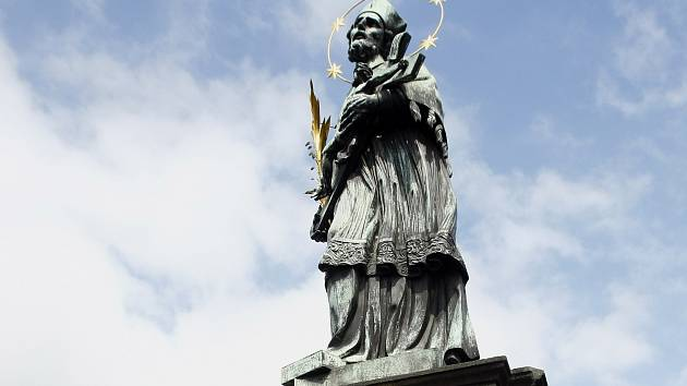 Socha svatého Jana Nepomuckého.