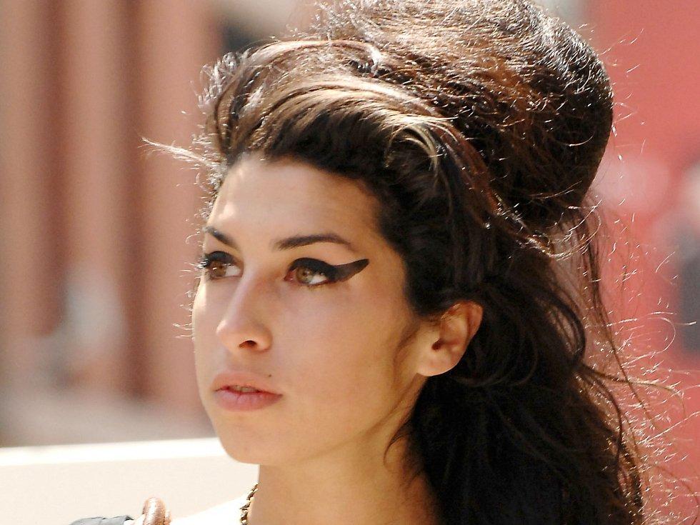 Amy Winehouseová v sobě měla nevídanou hudební energii i autorský talent. Neunesla ale tíhu světa, do něhož byla vtažena...