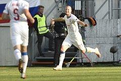 Michael Krmenčík se raduje, vsítil totiž první branku české reprezentace.