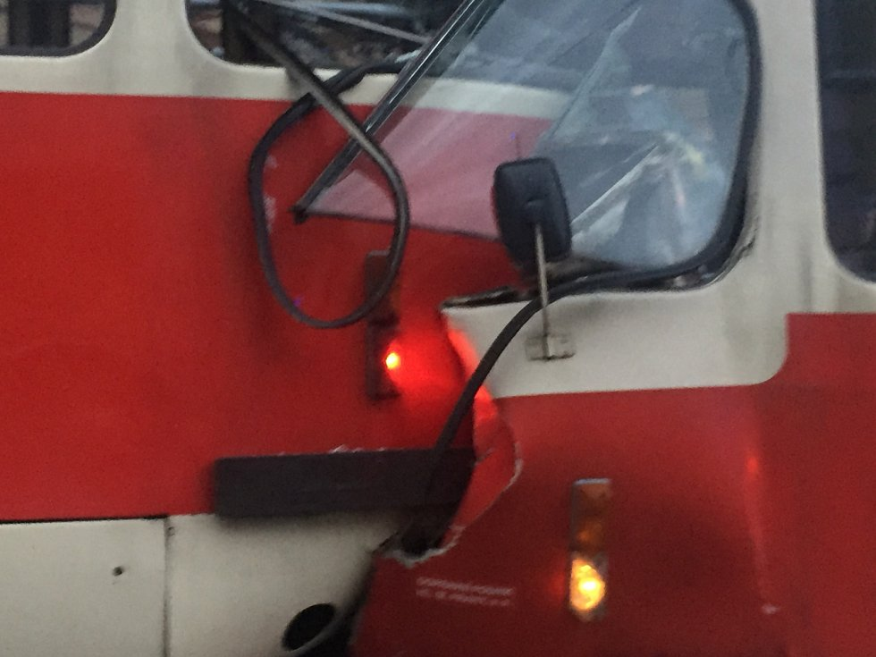 Na Pohořelci došlo v pátek 10. ledna ke srážce dvou tramvají