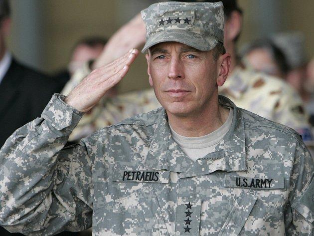 Gnerál Petreaus povýšil, bude mít na starost operace v Iráku i Afghánistánu.