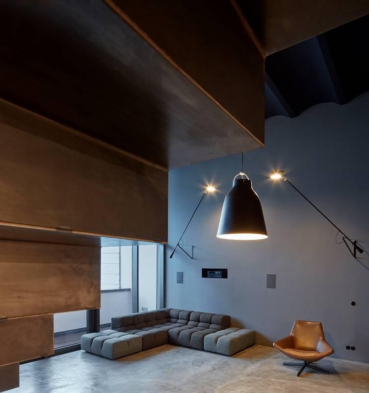 Druhý pohled na loft v pražských Holešovicích od CMC architects.