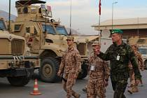 Náčelník generálního štábu Josef Bečvář o víkendu navštívil české vojáky na základně v afghánském Kábulu.