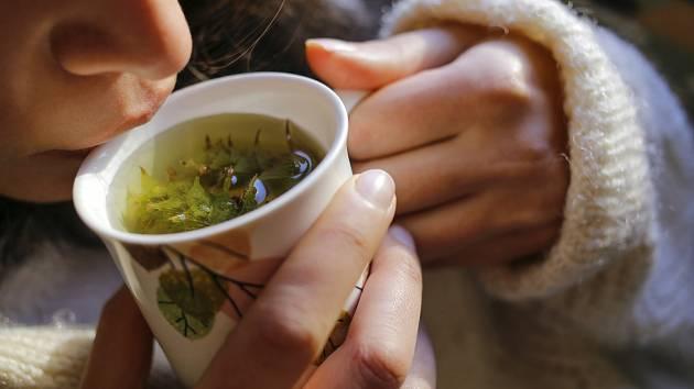 Bylinky mají čarovnou moc, dokážou zklidnit podrážděný žaludek, posilovat imunitu, zmírnit nadýmání, ale i zlepšit náladu.