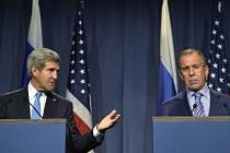 Ministři zahraničí USA a Ruska John Kerry a Sergej Lavrov